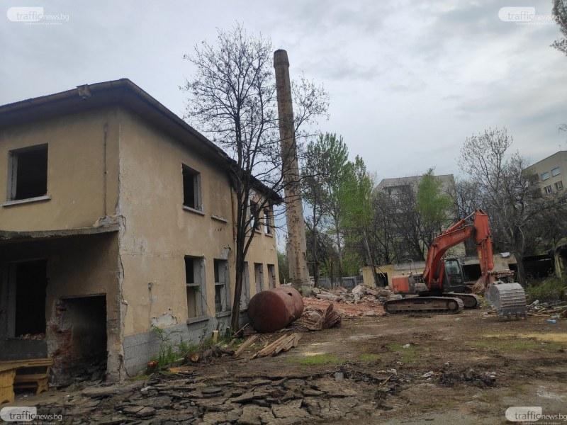 Вдигат парк от 7 дка на мястото на Гарнизонна фурна, зловещата и опасна сграда отива в историята