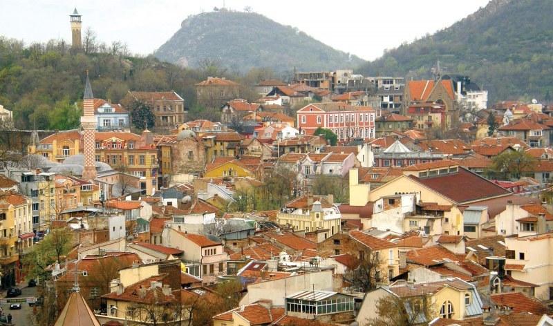 Променлива облачност, слаб вятър и по-ниски температури в Пловдив във вторник