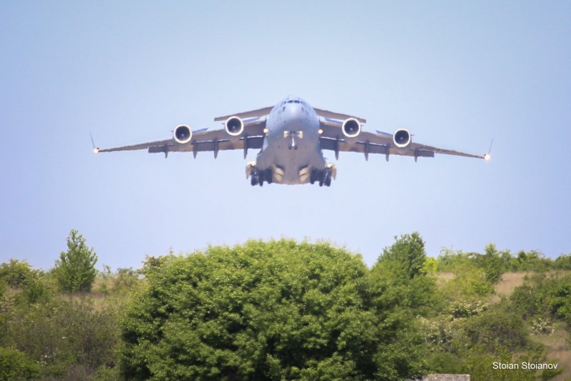 Учение на авиобаза Чешнегирово, участват най-големите военно-транспортни самолети