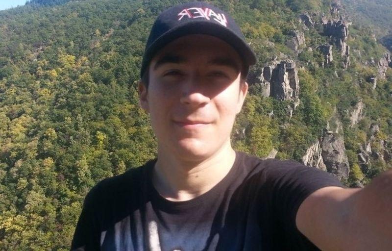 Млад мъж от Асеновград се нуждае от помощ, за да оздравее