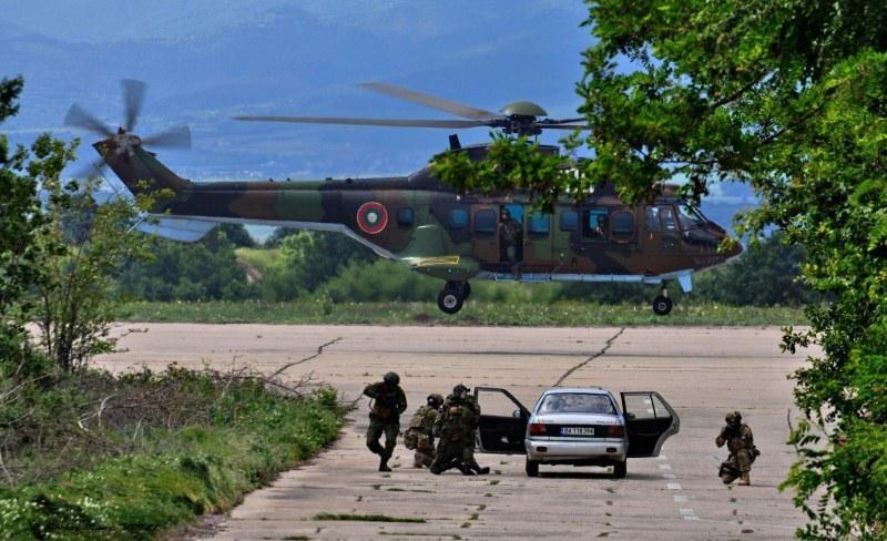 Стабилизиран е пострадалият курсант от Чешнегирово