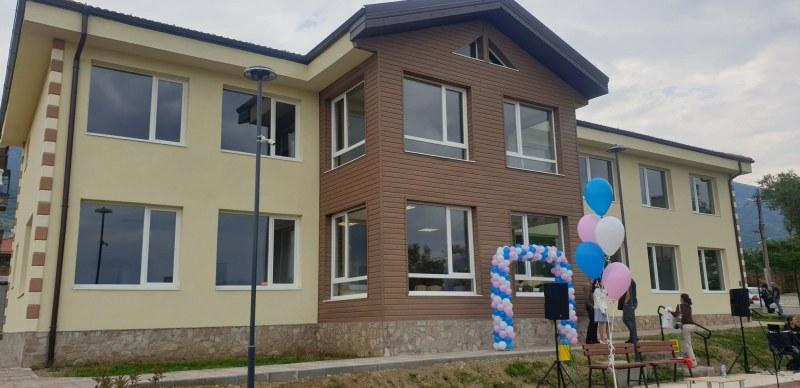 Центърът за работа с деца на улицата в Карлово е официално открит