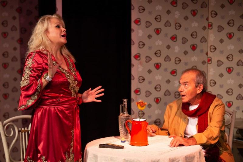 """""""Как се търси нов съпруг"""" - още една комедия на сцената в Карлово"""