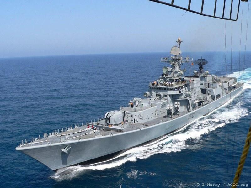Кораби и вертолети търсят изчезналия пилот майор Терзиев