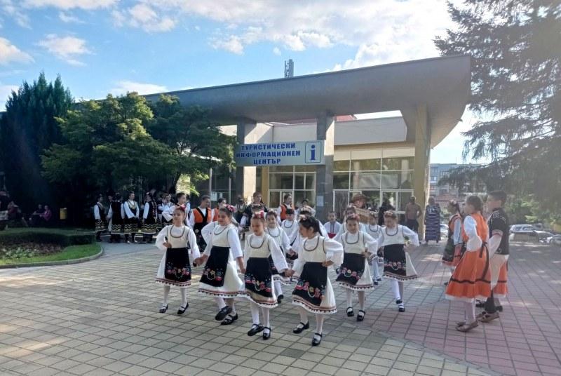 Празниците в Хисаря продължават с безплатни турове, пленер, концерт и много театър