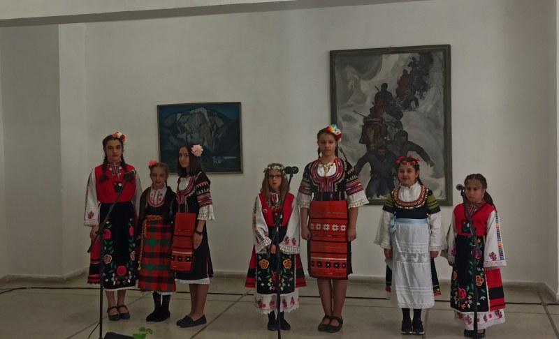 Талантите на Карлово обраха наградите на фестивал в Широка лъка