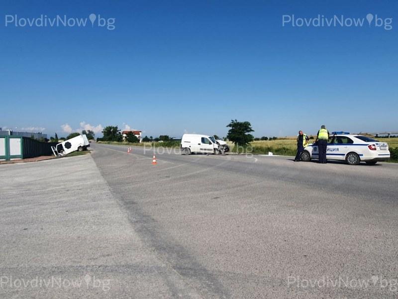Катастрофа край Скутаре, двама души пострадаха
