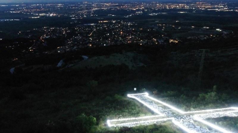28-метров кръст светна над пловдивското село Марково