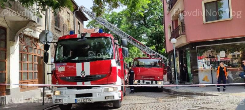 Пожар в подножието на Стария град, запали се къща
