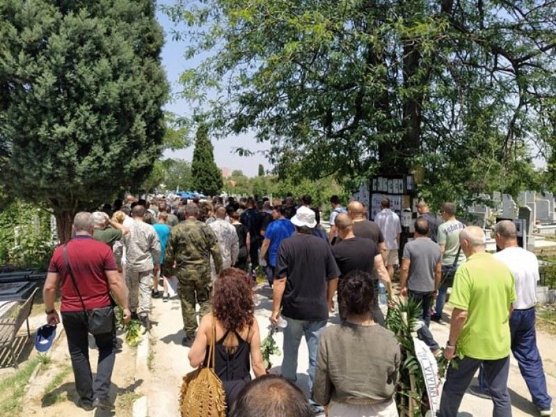 Стотици военни, близки и приятели изпратиха майор Терзиев в последния му път