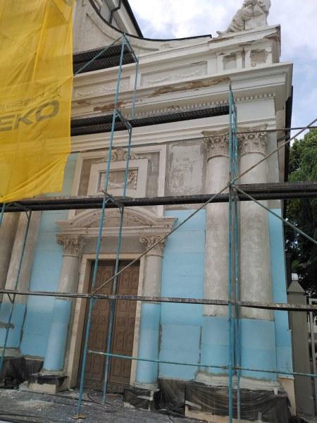 """Църквата """"Св. Лудвиг"""", паметник на културата, облепена с изолация"""