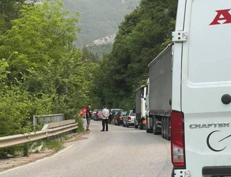 Катастрофа блокира движението по пътя Асеновград - Смолян