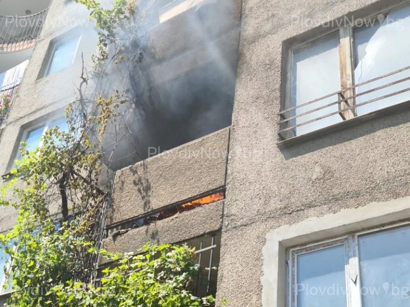 Пожар в центъра на Пловдив! Гори апартамент