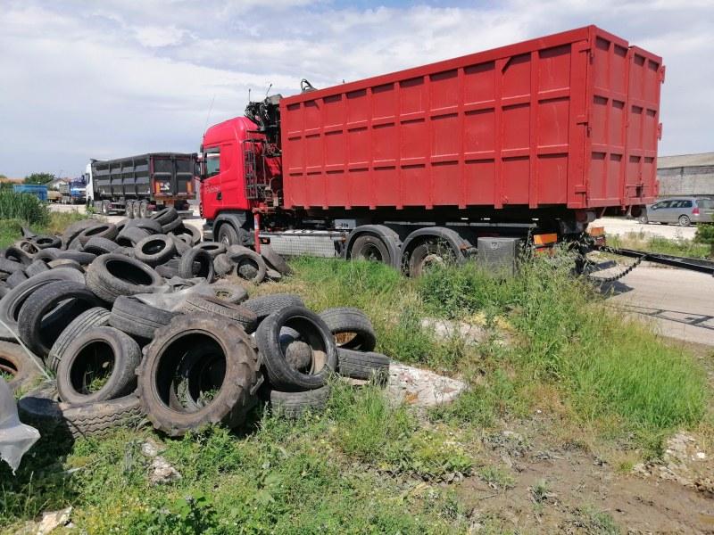 """Община """"Марица"""" събра 52 и предаде тона излезли от употреба автомобилни гуми"""