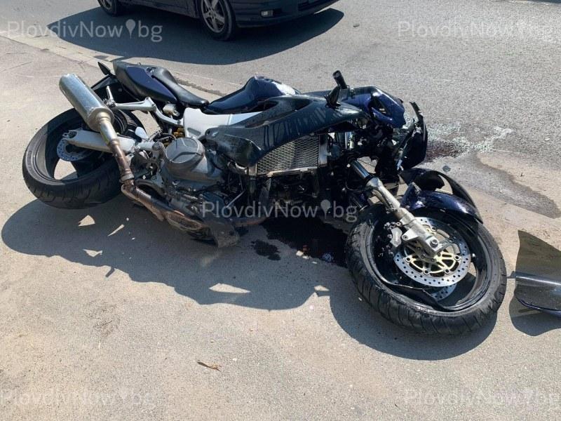 Жена на мотор катастрофира край Асеновград, състоянието й е тежко