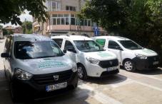 Нови коли доставят храна на хората от социалния патронаж в Първомай