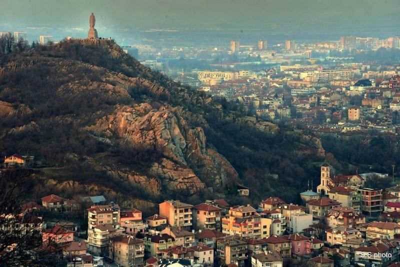 Разкъсана облачност и по-хладно в Пловдив в четвъртък