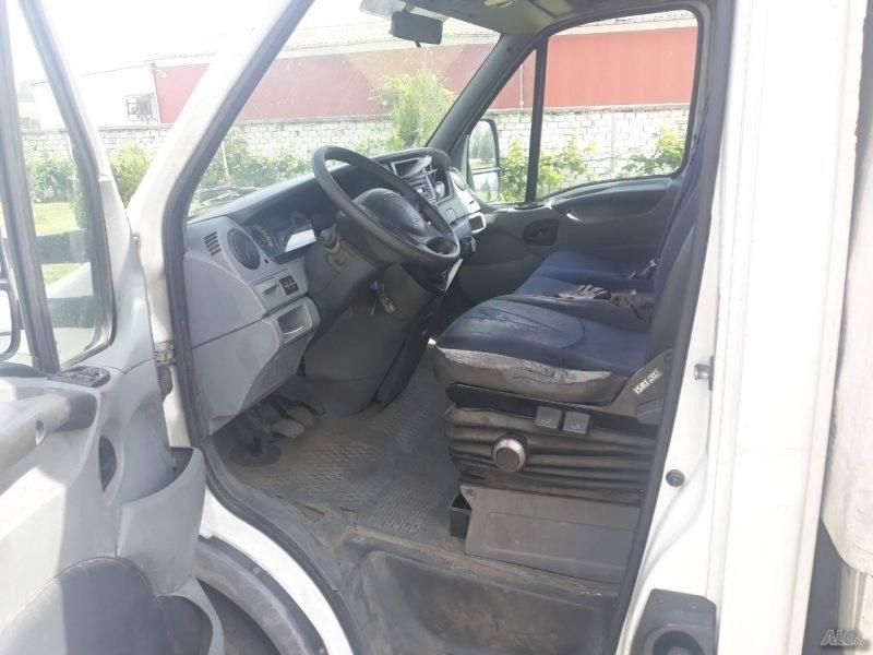 19-годишен без книжка открадна камион край Стамболийски