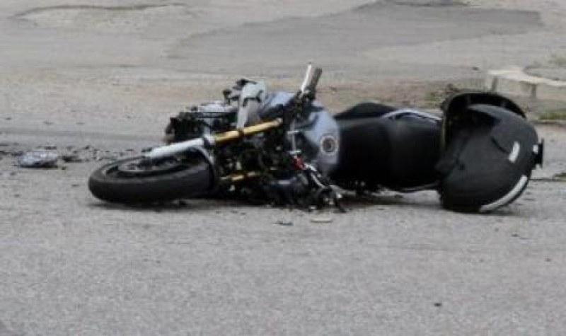 Мотористка е в болница, след като падна на пътя край Садово