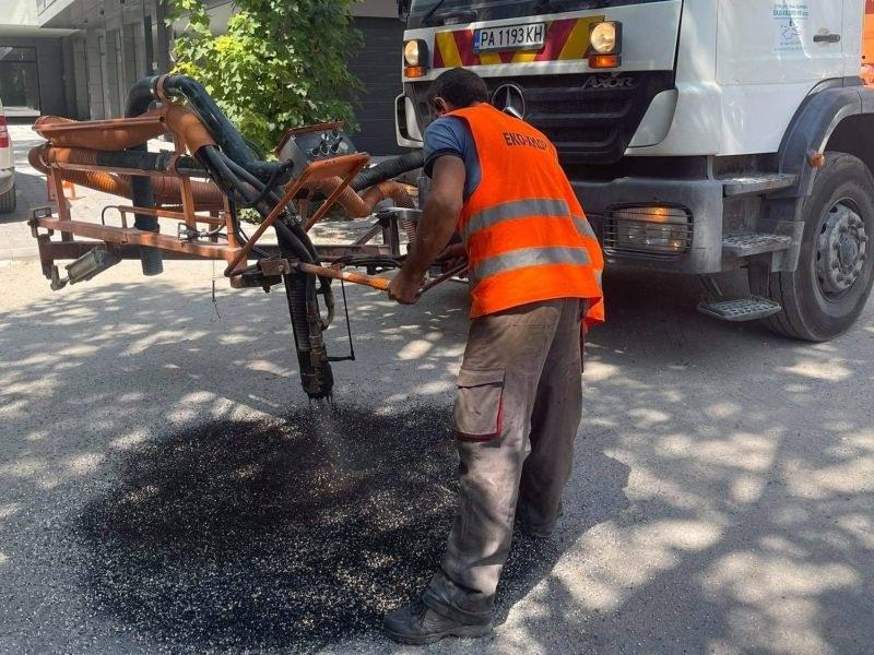 """Продължават ремонтите на улици в """"Западен"""""""