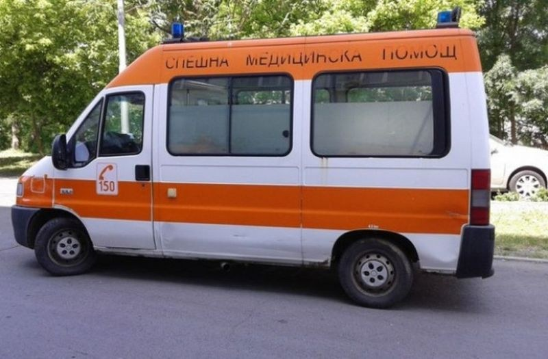 Мъж и жена пострадаха при две катастрофи край Карлово
