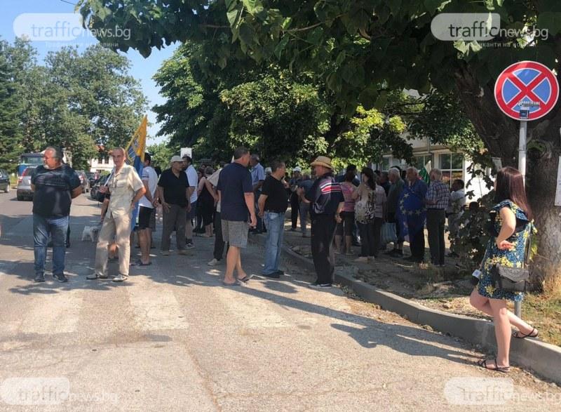 Жители на пловдивско село се вдигнаха днес на протест заради поредно лято безводие