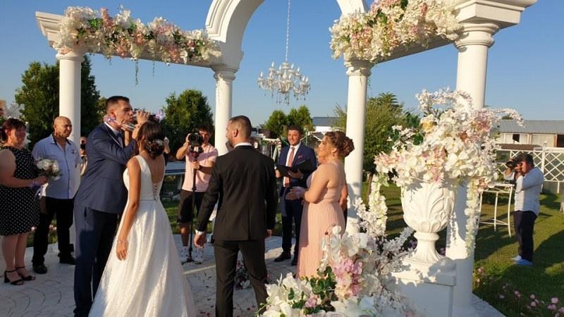 Младият кмет на Цалапица вдигна сватба с любимата си