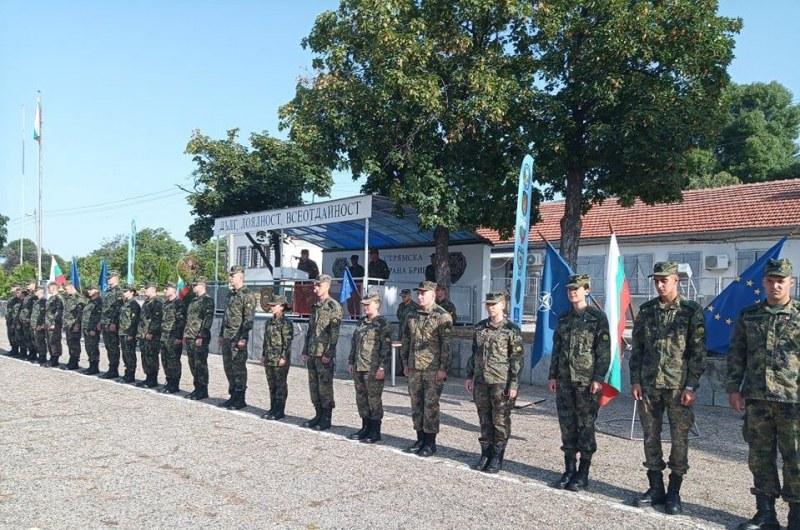 Нови лейтенанти се вляха в Карловската бригада