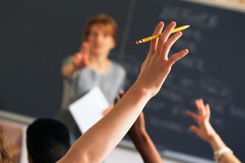 Работа в Карлово и Сопот - за учители, психолози, мед. сестра и десетки работници