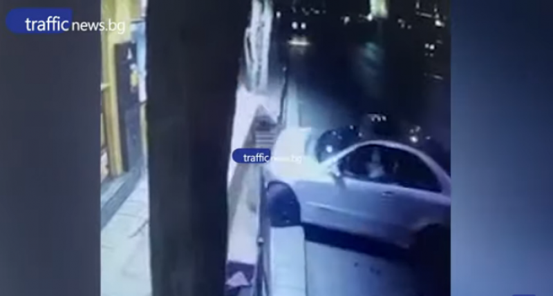 Шофьор заби кола в маси пред заведение в Пловдив, после избяга