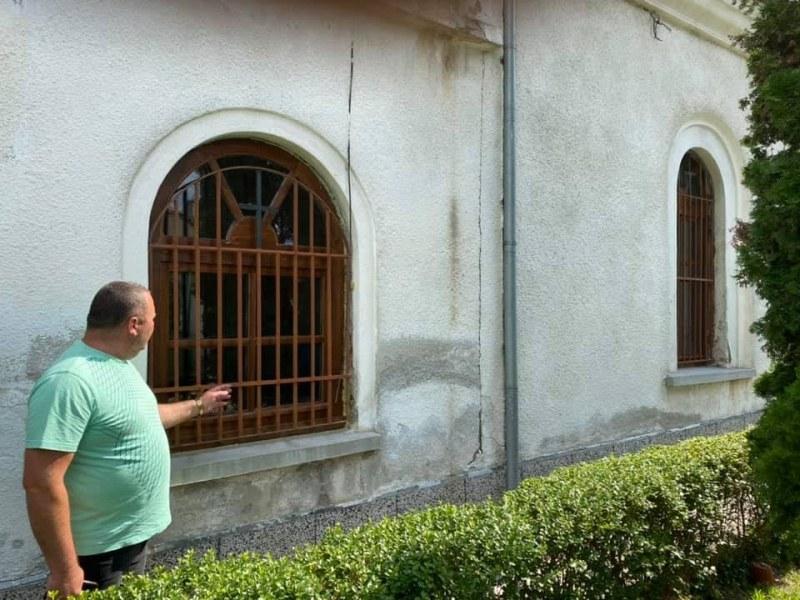 Сложиха нова дограма на храма в Куртово Конаре, ремонтират улици, поддържат парковете