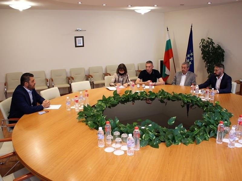 """Кметът на """"Родопи"""" се срещна с министъра заради кариерите в Белащица"""
