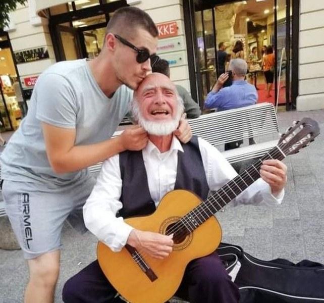 Отиде си Данчо Терзийски - уличният музикант на Пловдив