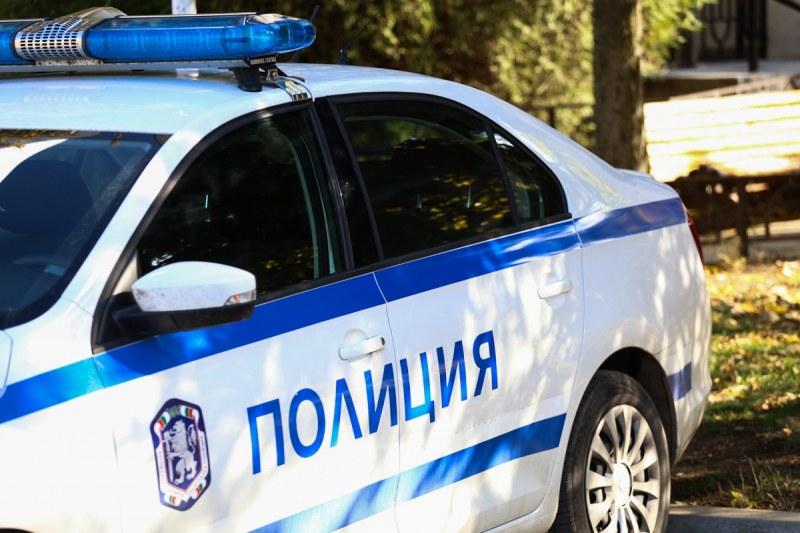 Мъже и жена хванати в кражби в Карловско и Първомайско