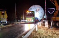 Огромни камиони оставиха жена без колата й край Калояново