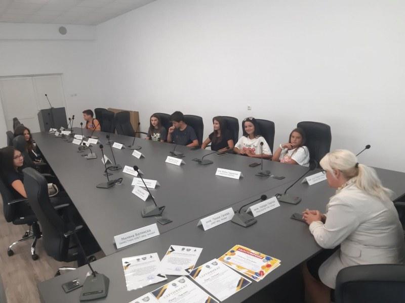 Сертификати получиха децата, научили как работят институциите в Хисаря