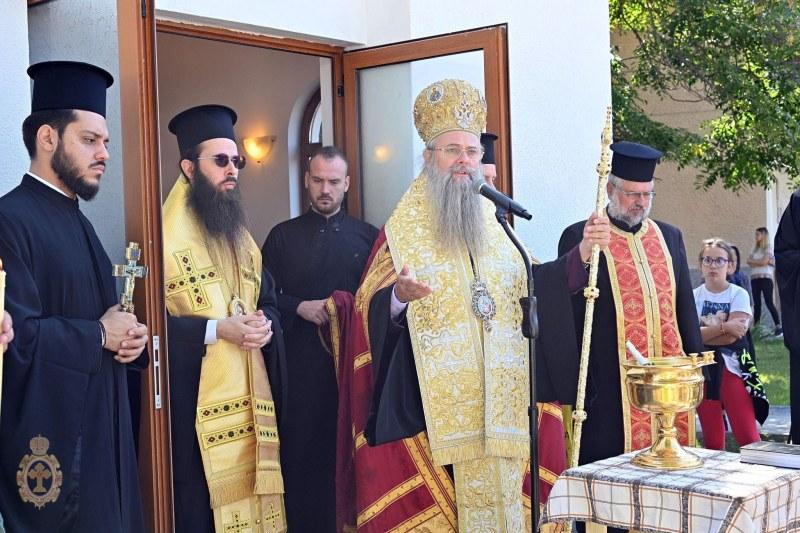 Нов параклис край Съединение вече е тържествено осветен