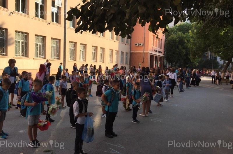 Директорът на РУО в Пловдив: Учениците започват присъствено, при тъмночервена зона затваряме