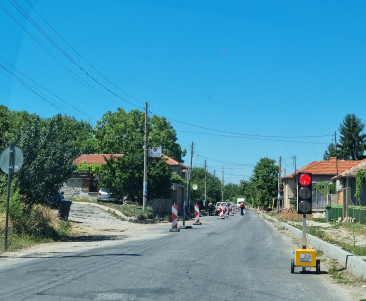 Затвориха временно пътя Асеновград - село Червен