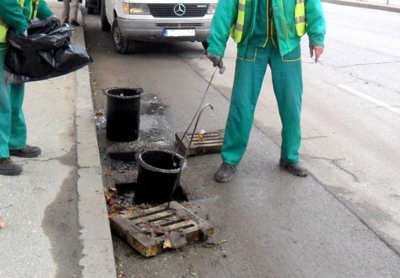 Чистят шахтите в Пловдив и тази седмица, ето къде да не паркираме