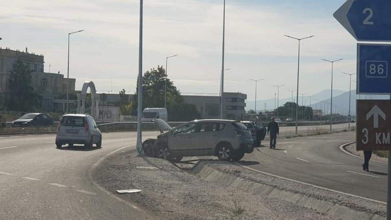 Катастрофа край Асеновград! Кола се заби в канавка