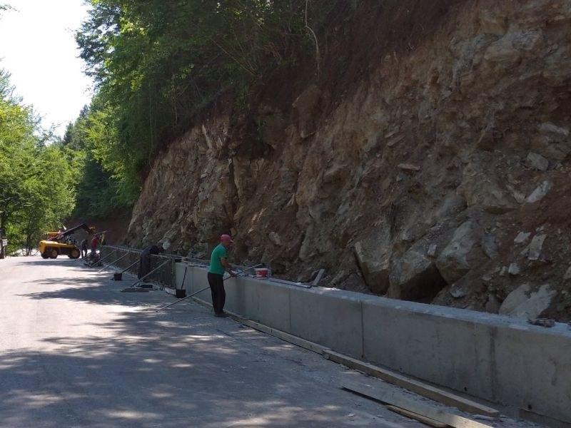Пуснаха движението по пътя Югово - Лъки за Кръстова гора