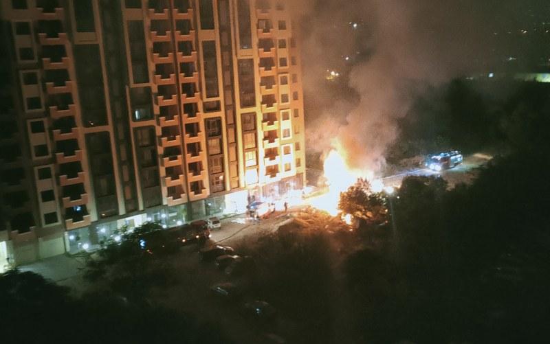Пожар пламна в Кючука тази нощ, пет екипа пристигнаха да гасят