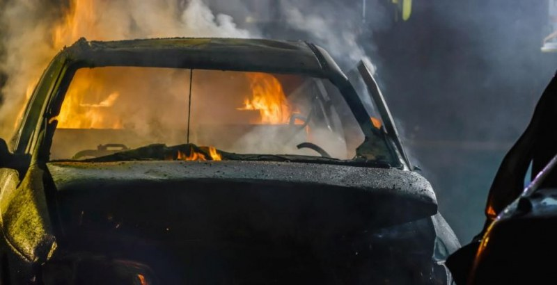 Кола горя в Раковски, палежът е умишлен