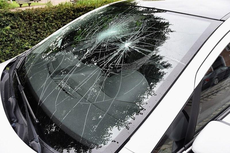 Вандал потроши чужда кола в Асеновград
