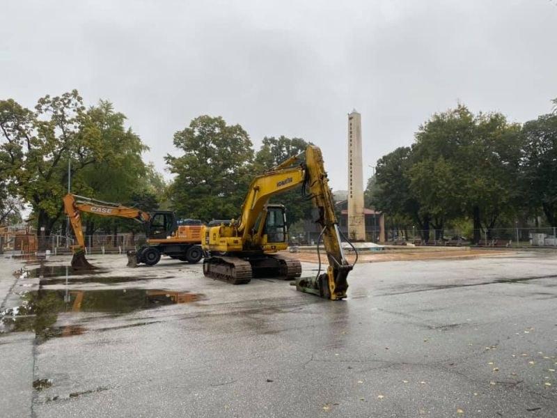 Шадраванът пред читалището в Стамболийски отива в историята, започва ремонт на площада