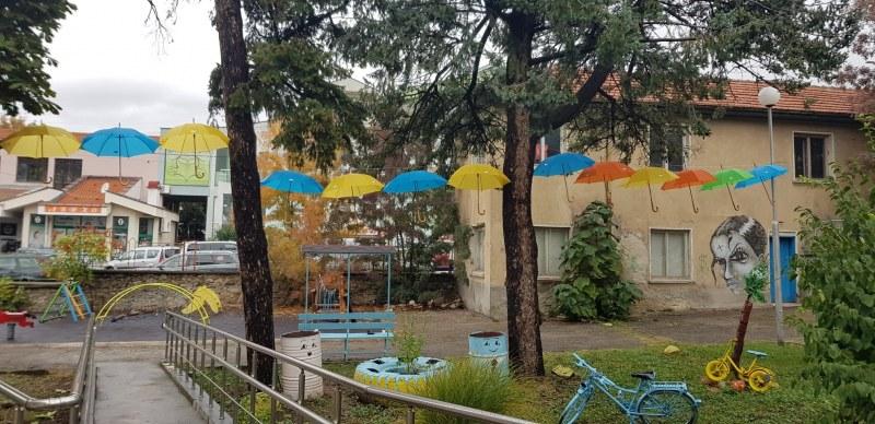 Цветни чадъри украсиха Карлово - да сме пъстри, различни, но обединени и равни