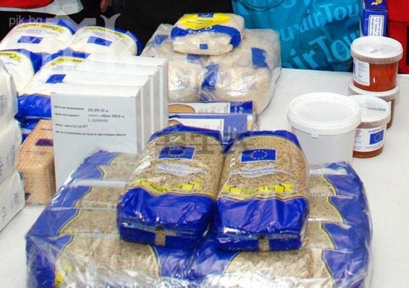 БЧК раздава хранителни пакети на хора в нужда в община Калояново