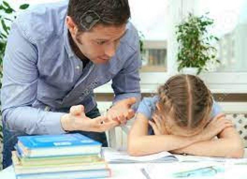 Помагаме на децата с домашните, но да не прекаляваме
